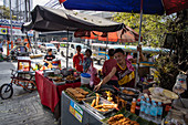 Street food sales booth in downtown, Manila, National Capital Region, Philippines, Asia