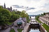 Blick auf die Rideau-Schleusen am Rideau-Kanal, Ottawa, Ontario, Kanada, Nordamerika