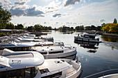 Le Boat Horizon Hausboote an der Le Boat Basis, Smith Falls, Ontario, Kanada, Nordamerika