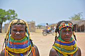 Angola; Huila Province; small village near Chibia; two Muhila women in the market square; typical necklace made of pearl necklaces; Hair fixed with ocher earth