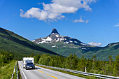Car with caravan, mountain panoramas and gorges along the Silvervägen (R 77) to Junkerdal, Norway