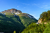 Motorhomes on a steep mountain road, mountain panoramas and gorges along the Silvervägen (R 77) to Junkerdal, Norway