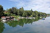 Bootshäuser westlich von Seeshaupt, Starnberger See, 5-Seen-Land, Oberbayern, Bayern, Deutschland