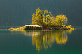 Island in the Eibsee below the Zugspitze, two people in a canoe, Werdenfelser Land, Bavaria, Germany