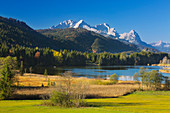 View over the Geroldsee to the Zugspitze massif with Alpspitze, Zugspitze and Waxenstein, Werdenfelser Land, Bavaria, Germany