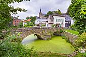 Mühlengraben und die Kleine Brücke in Essen-Kettwig, Nordrhein-Westfalen, Deutschland