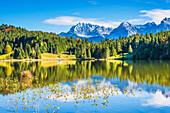 Geroldsee, behind it the Karwendel Mountains, Werdenfelser Land, Upper Bavaria, Bavaria, Germany, Europe