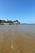 At low tide, sandy beaches emerge on the Ria de Urdaibai, Mundaka, Urdaibai Biosphere Reserve, Basque Country, Spain