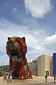 Flower puppy in front of the Guggenheim Museum by Frank O. Gehry, Bilbao, Basque Country, Spain