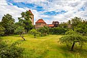 Weißer Turm und Arche Noah, Garten der Sinne in Dinkelsbühl, Bayern, Deutschland
