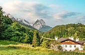 Landscape at the Riessersee with the Wetterstein Mountains in the background, Garmisch Partenkirchen, Bavaria, Germany