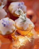 Mini-muffins with lemon icing