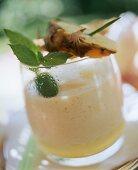 Batido de pina (cocktail with pineapple)
