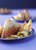Pasties with vegetable filling (samosas)