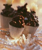 Almond clusters in chocolate cases