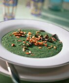 Spinach soup with roasted nuts