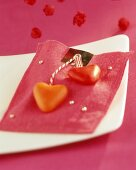 Pink felt purse with sugar hearts as table decoration