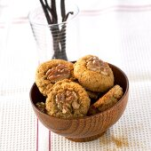Walnut biscuits made with wholemeal flour