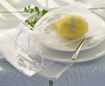 Distinctive place-card: lemon with name and tulle