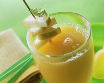 Maracuya and pear juice, garnished with pear pieces