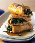 Stuffed turkey escalopes with spinach and raw ham