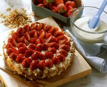 Strawberry cake with flaked almonds
