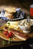 Tyrolean snack with bacon, cheese & pork dripping