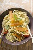 Spaghetti con la bottarga (Spaghetti with fish roe, Italy)