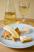 Goats' cheese and brie with Sauvignon blanc
