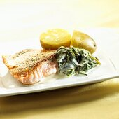 Salmon fillet with sorrel and potatoes