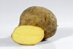Potatoes (variety 'Mehliger Mühlviertel'), whole and half