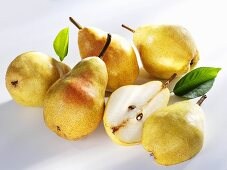 Several yellow Williams pears