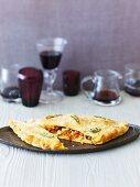 Calzone con la salsiccia (Teigtasche mit Wurst & Mozzarella)