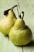 Two Williams pears