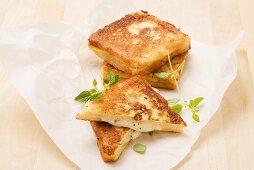 Mozzarella in carrozza (fried mozzarella bread)