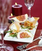 Smoked salmon rolls with figs