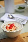 Porridge with strawberries and pistachios