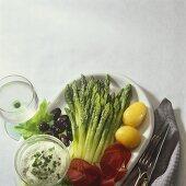 Green asparagus with ham, potatoes, garlic cream