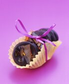 Chocolate rounds with caramel