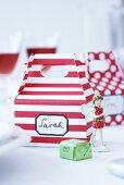 Geschenkboxen für Gastgeschenke, Erdbeerfee und Praline