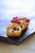 Eclair filled with mascarpone and redcurrants