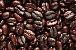 Roasted coffee beans (full-frame)