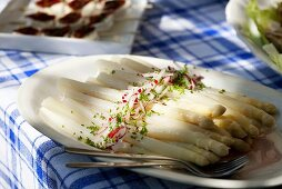 White asparagus with olive oil, radishes and chives