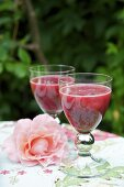 Beetroot and apple juice with ginger