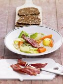 Cabbage stew with bacon, wholegrain bread