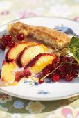 Fried apple slices and redcurrants with fish