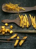 Straw potatoes, pommes frites (French fried), pommes Bataille, pommes Pont Neuf