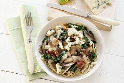 Spaghetti with spinach, mushrooms, pancetta, blue cheese
