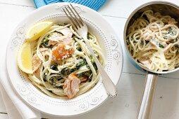 Spaghetti with spinach, smoked salmon & horseradish cream