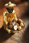 Gilded statuette with baby coconuts